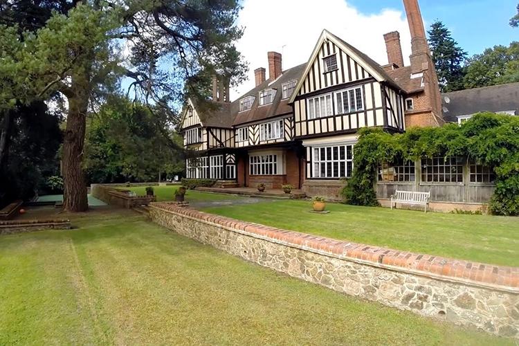 Резиденция Hurtwood House