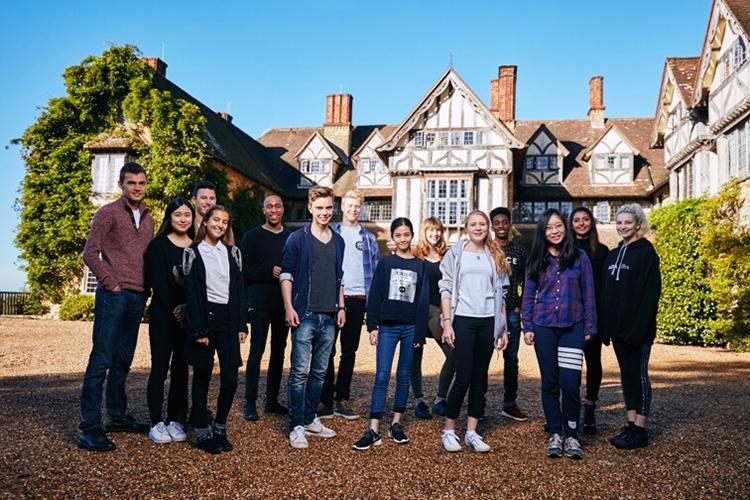 Студенты Hurtwood House