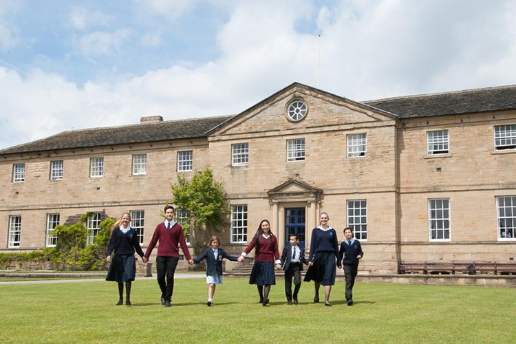 Студенты школы Ackworth School