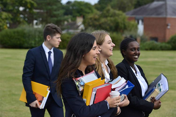 Студенты King Edward's Witley