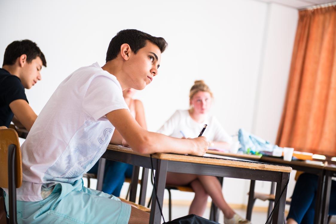 Заняття в мовній школі CERAN, Ferrieres
