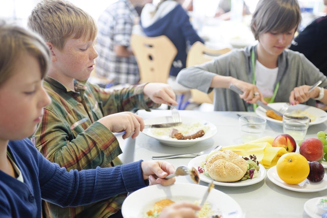 Їдальня в мовній школі CERAN, Ferrieres