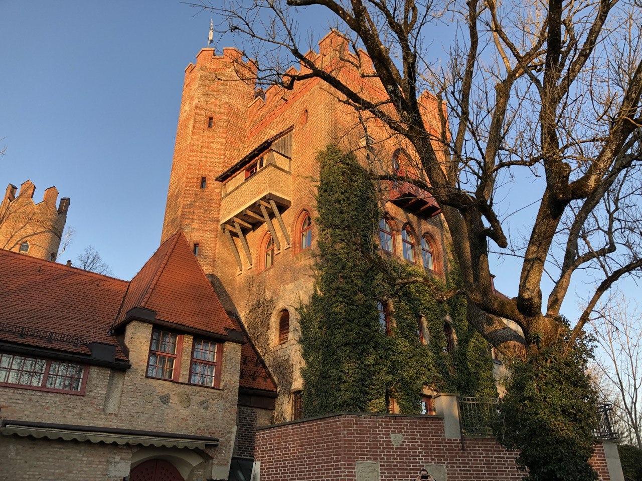Вид на школу GLS, Munich Castle