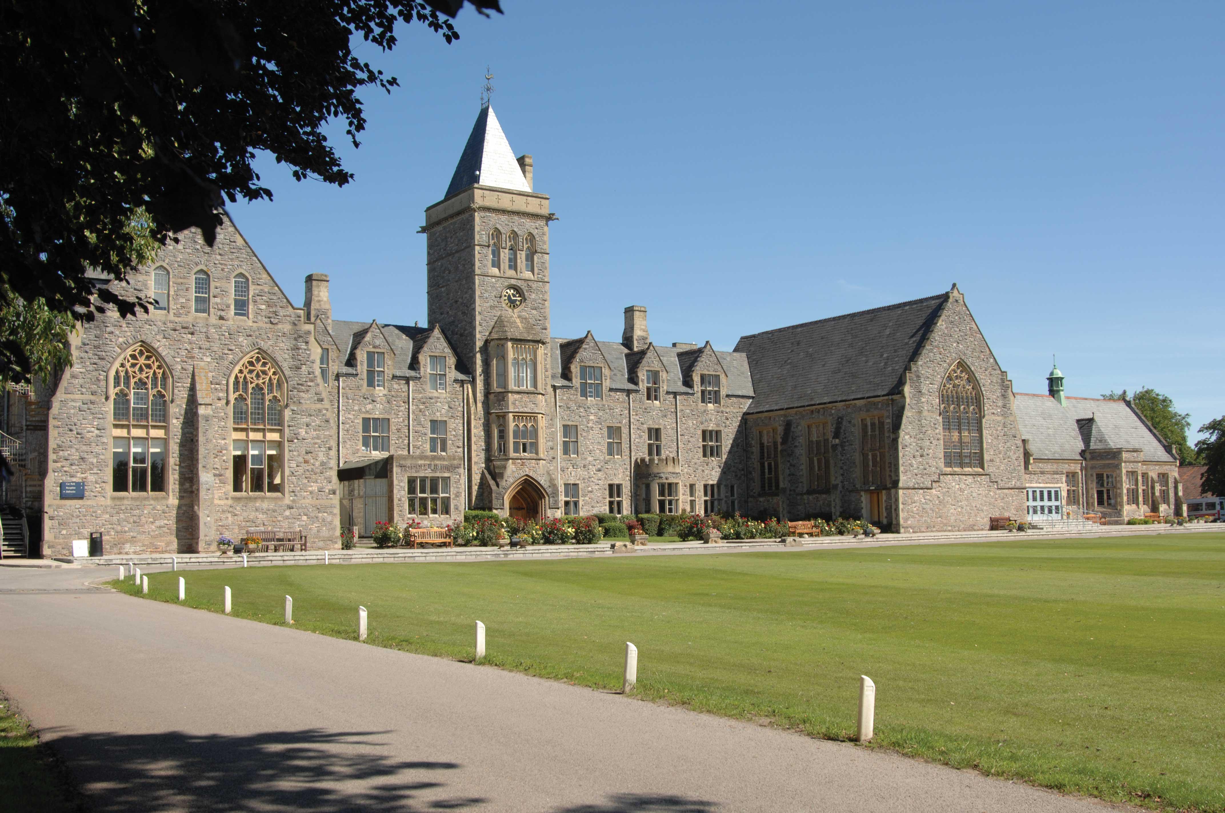 Главный корпус Queen's College Taunton