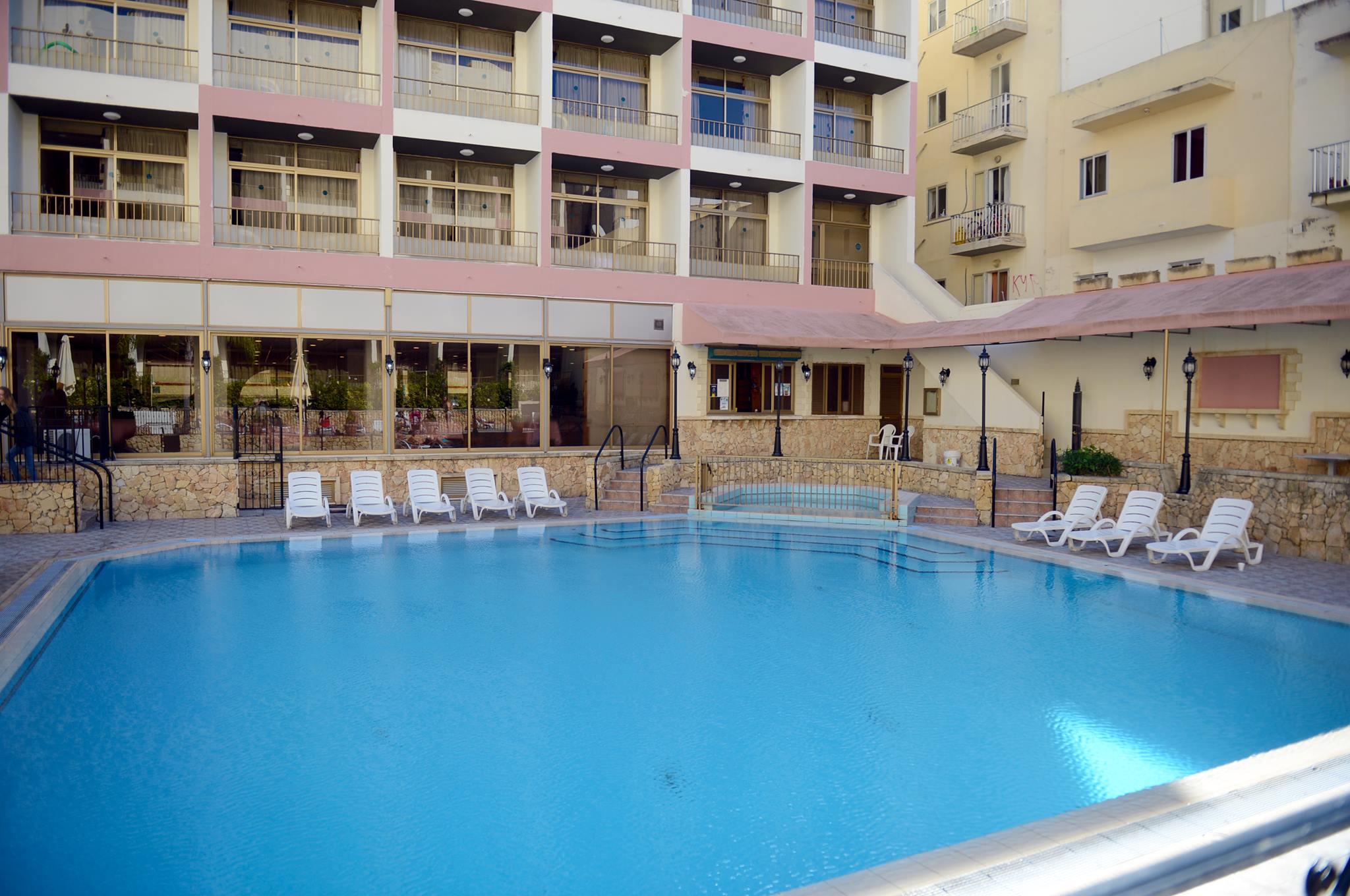 Бассейн в резиденции BELS, Мальта