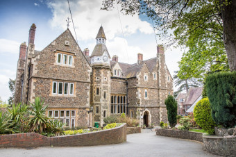 Головний корпус Abbey College Malvern